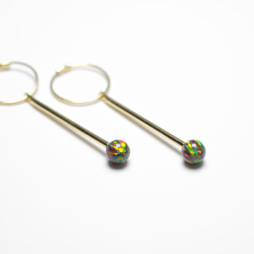 Neo  Earring in yellow gold with blackopals